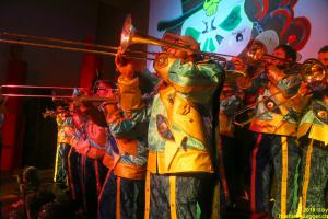 Posaunen und Trompeten erstellen den Höhläguugger - Sound